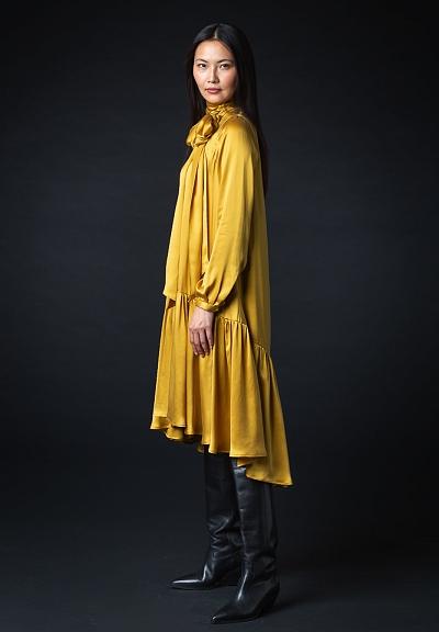 aw20_08 weites kleid mit schleife