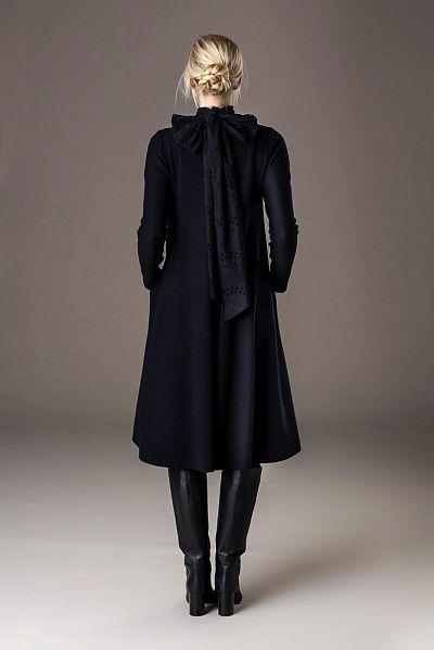 aw22_09 weitschwingendes walkkleid mit abnehmbarer schleife