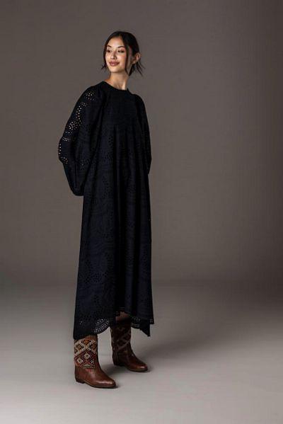 aw22_10 langes kleid mit blusenärmeln